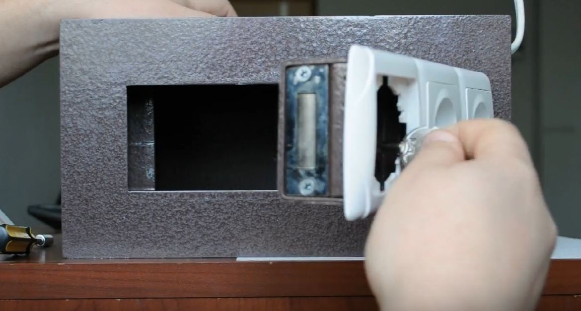 small hidden safes